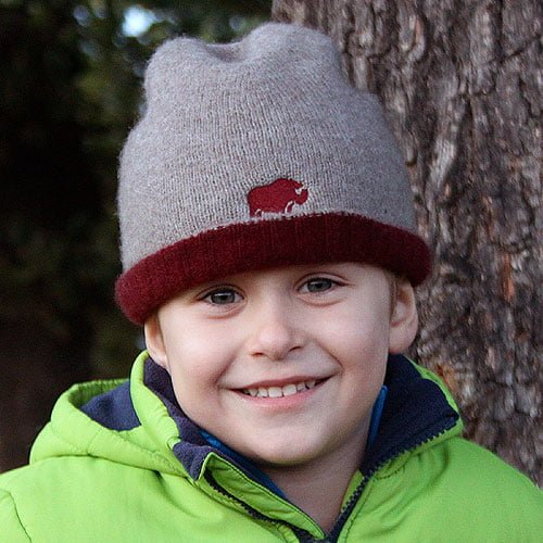 QIVIUT & CO beanie hat boy model